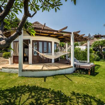 Aleenta_Pool_residences