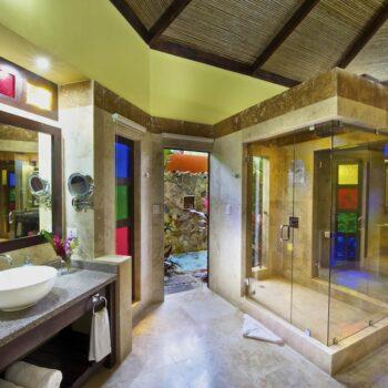 nayara-bathroom
