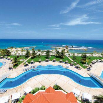 Luxury-Bahia-Principe-runaway-bay-pool