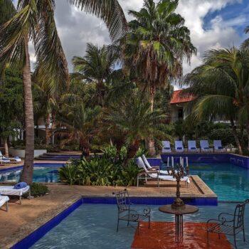 Floris+Suites+Pool