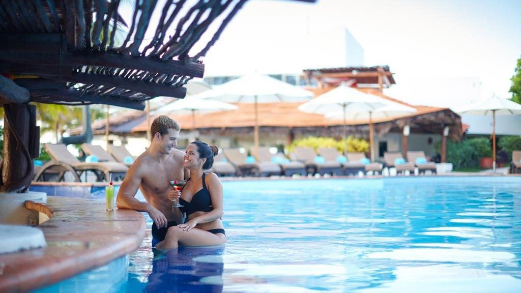 Desire-Pearl-Resort-couple