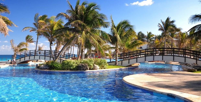 Grand-Oasis-Cancun-Pool
