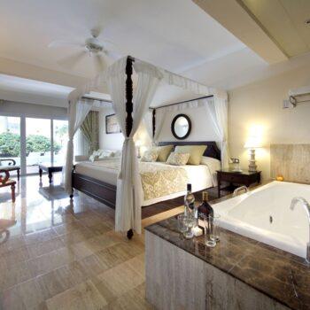 TRS-Turquesa-Hotel-Royal-Deluxe-Junior-Suite-swim-up